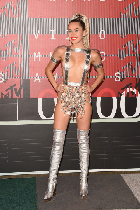 gallery-1440979415-hbz-vma-miley-new2