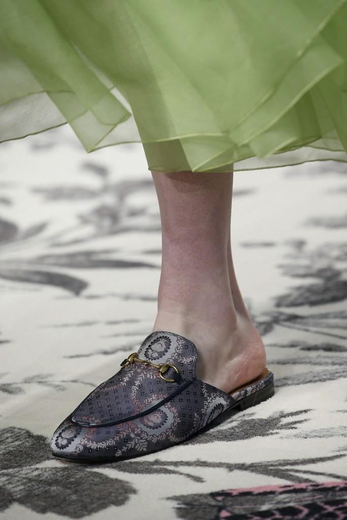 slideshow-spring-2016-shoes-13-spring-2016-shoe-trends-slippers-gucci-main