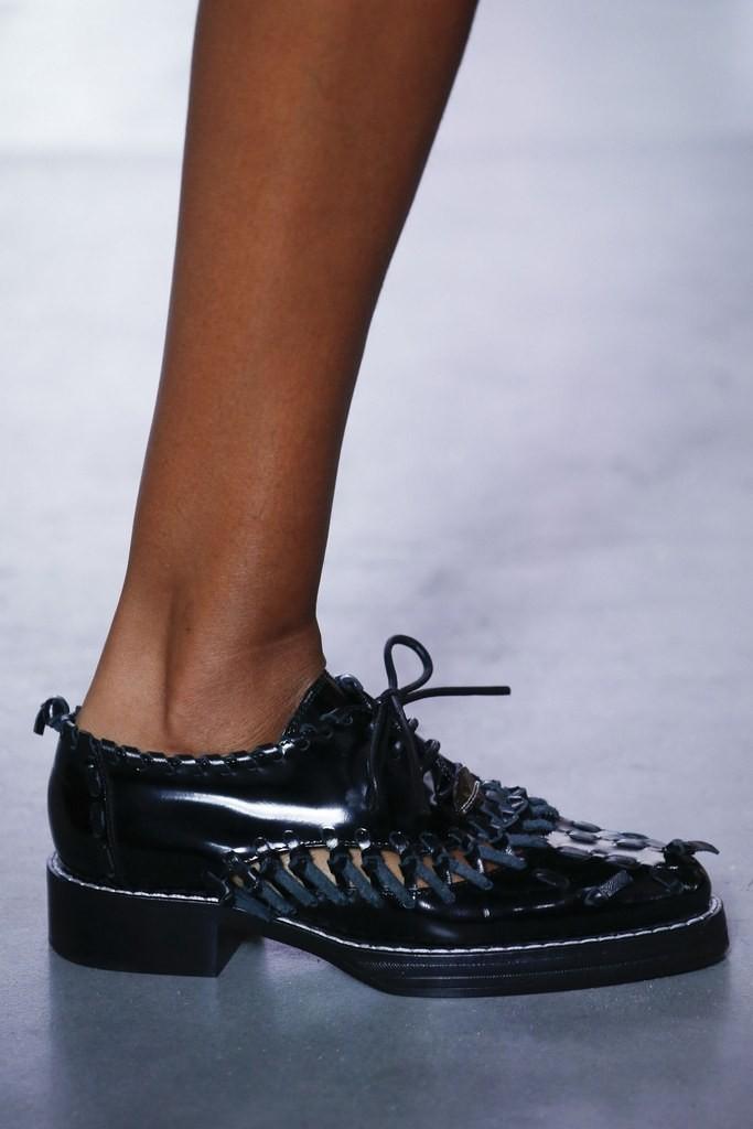 slideshow-spring-2016-shoes-16-spring-2016-shoe-trends-oxford-flats-louis-vuitton-main