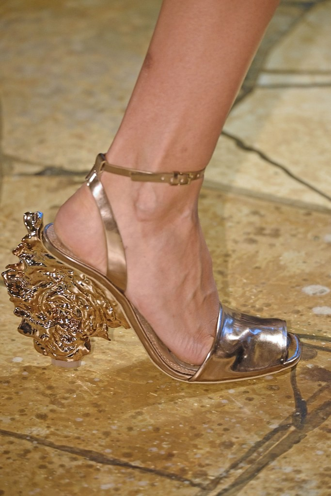 slideshow-spring-2016-shoes-21-spring-2016-shoe-trends-statement-tory-burch-main